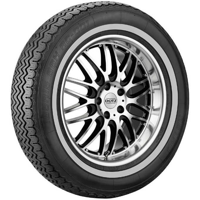 Auf Retro Reifen rollen Oldtimer sicher