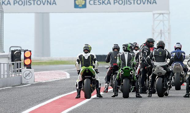 MV Agusta 800 RR Brutale auf Dunlop GP Racer Slick D212